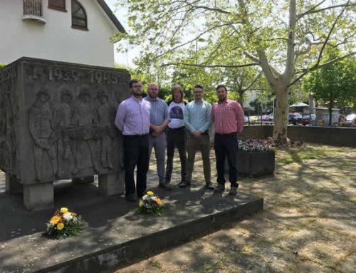 AfD und JA Mainz pflegen Kriegerdenkmal in Mainz-Gonsenheim